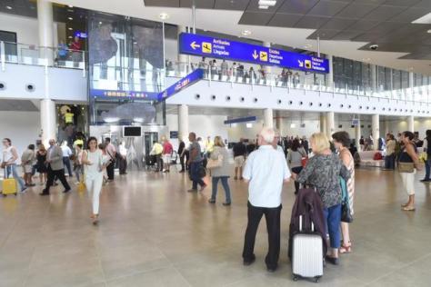 pasajeros-del-primer-vuelo-regular-en-el-aeropuerto-de-castellon-snc-lavalin